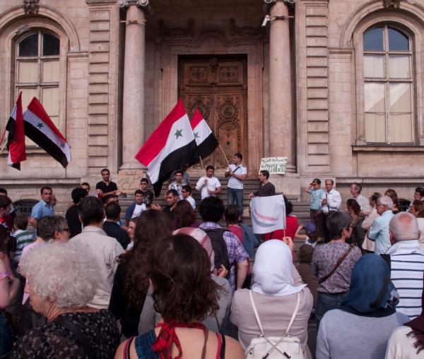 Manifestation prodémocratique syrienne sur le perron de l'hôtel de ville, place des Terreaux