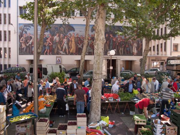 Marché de la place Guichard, Bourse du travail