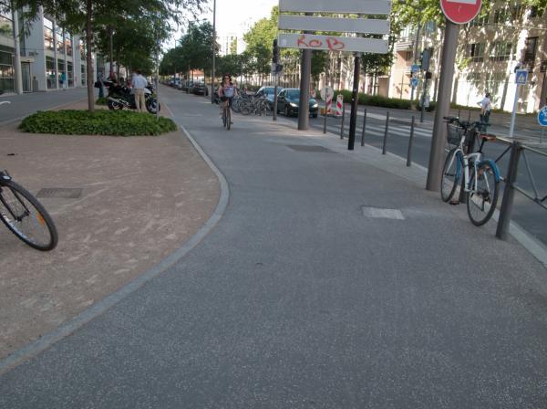 Rue de la Villette : piste cyclable et cyclistes