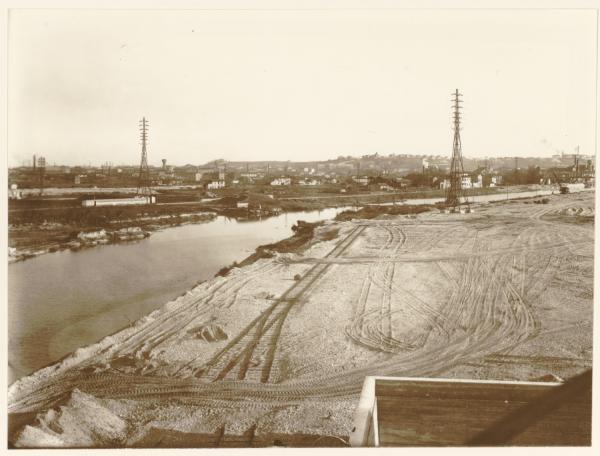 [A Gerland, construction du port Edouard Herriot avant 1939]