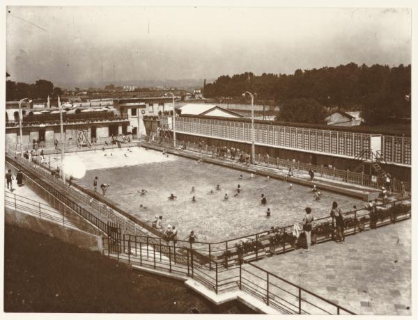 [Cusset, piscine d'été vers 1934]