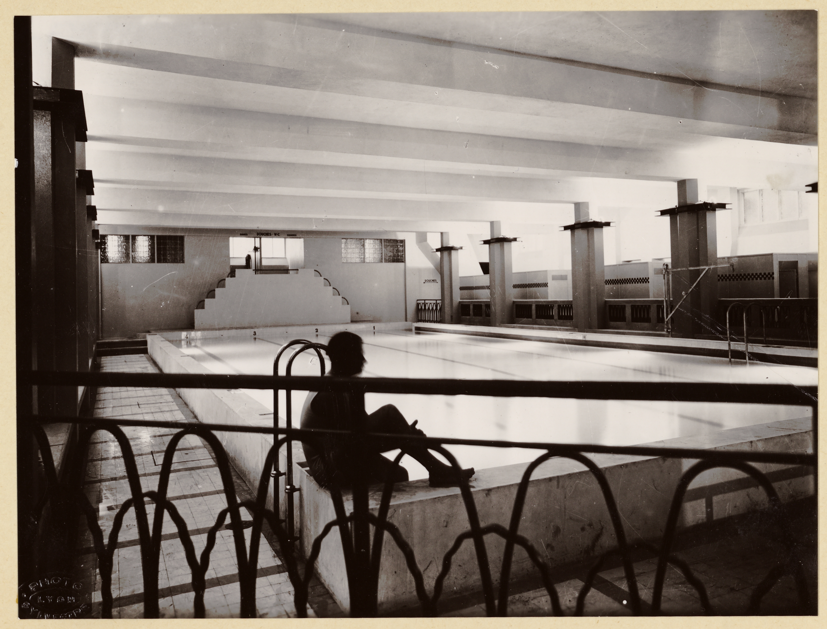 photographes en rh ne alpes gratte ciel de villeurbanne piscine vers 1935. Black Bedroom Furniture Sets. Home Design Ideas