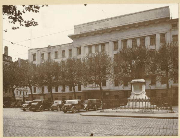 [La place Tolozan, vers 1938]