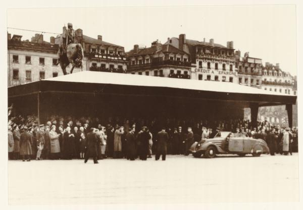 [Le Maréchal Pétain, place Bellecour, en novembre 1940]