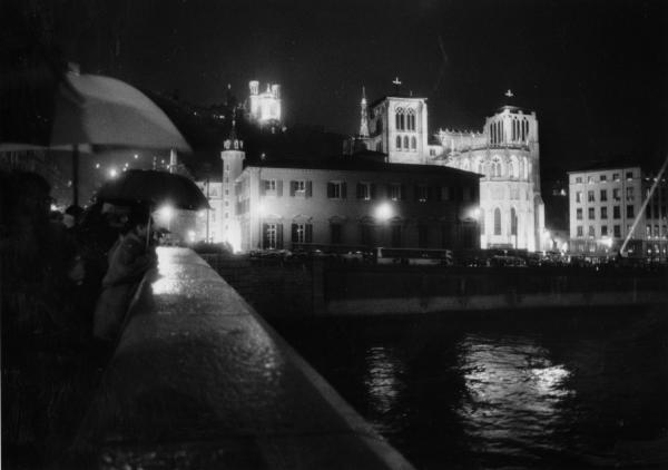 Vue de nuit du Palais Saint Jean et la cathédrale Saint Jean