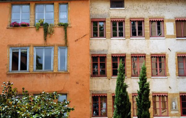 Fenêtres et façades en bord de Saône 03/10 : Un air de Toscane