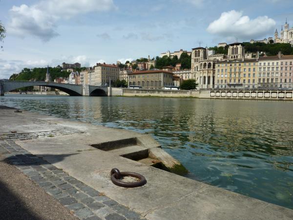 Voies d'accès à la Saône 01/10 : La Saône canalisée