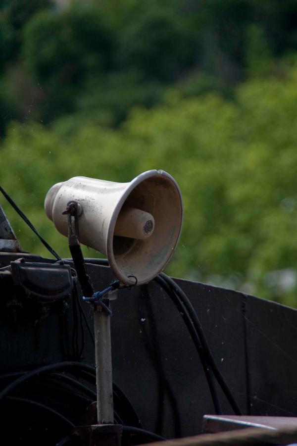 Ronds de Saône 08/10 : Un haut-parleur sur une péniche