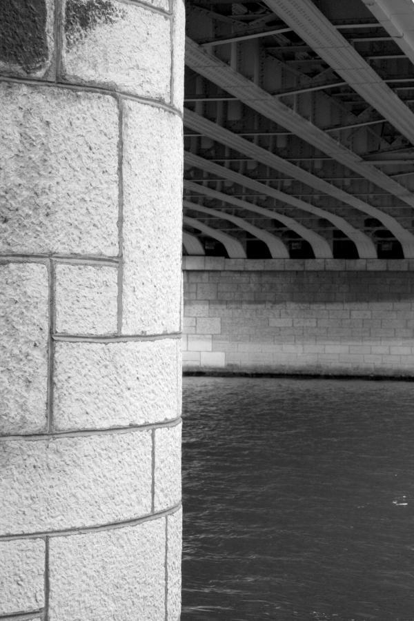 Ponts et passerelles 10/39 : Piliers en pierre...