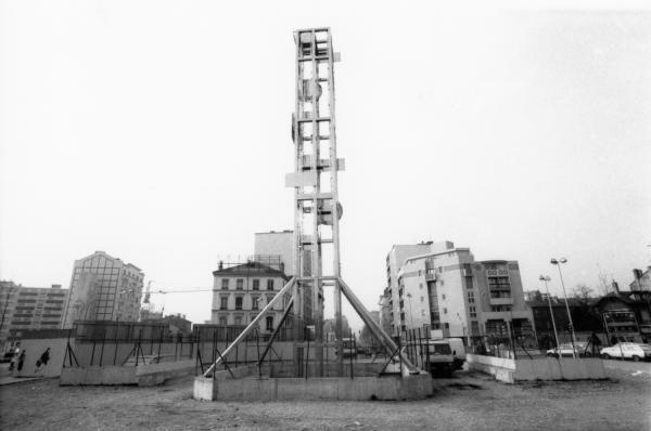 """[""""LyonNéon, tour lumière cybernétique de Lyon"""", sculpture Nicolas Schöffer (1988)]"""