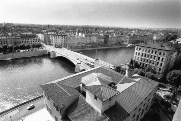 [Le Palais Saint-Jean et le Pont Bonaparte]