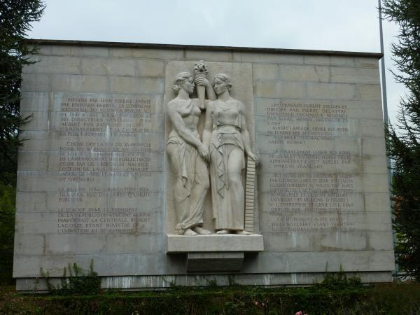 Monument commémoratif de la fin des travaux du barrage de Génissiat