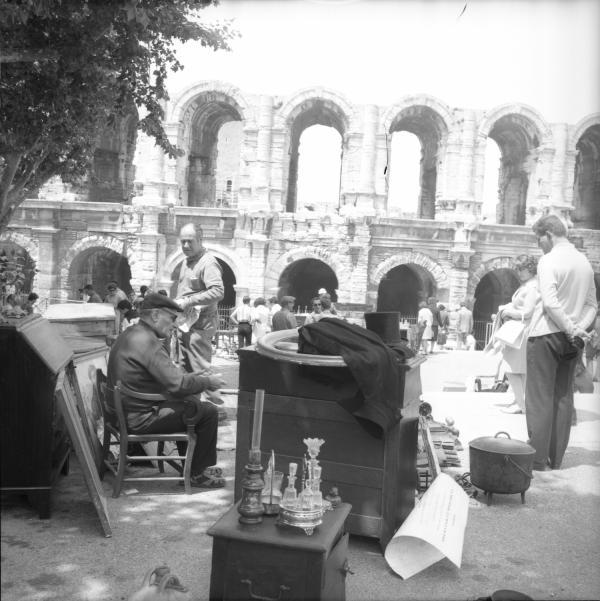 [Marché aux puces d'Arles]