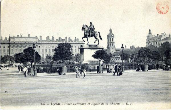 Lyon : Place Bellecour et Église de la Charité