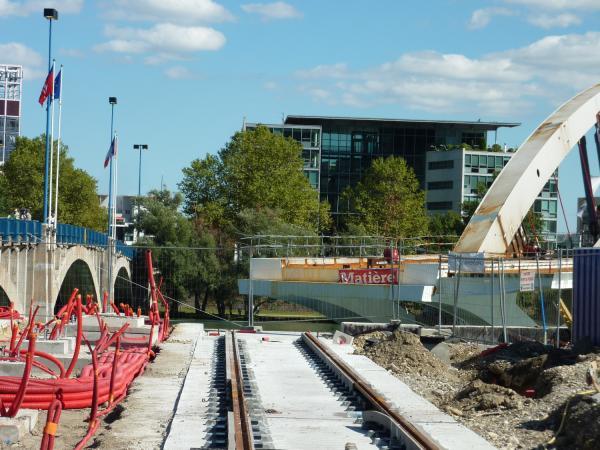 Jonction prochaine du pont Raymond-Barre et de la ligne T1 du tramway