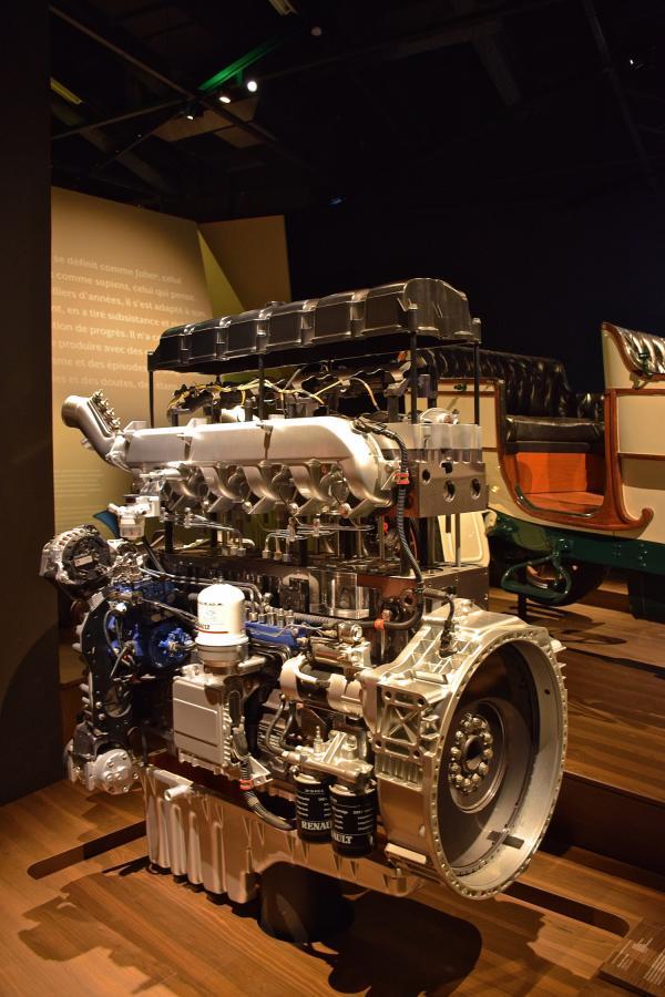 Sciences et techniques : moteur Renault Trucks écorché