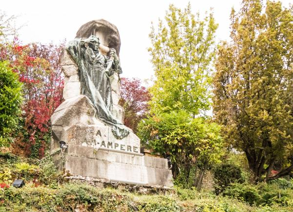 Poleymieux-au-Mont-d'Or, statue d'André-Marie Ampère