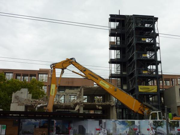 Démolition du bâtiment B 10 côté Vivier Merle