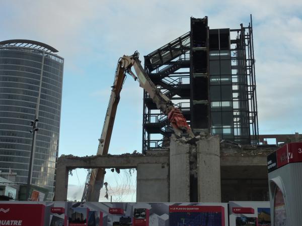 Démolition du bâtiment B 10 côté Sud