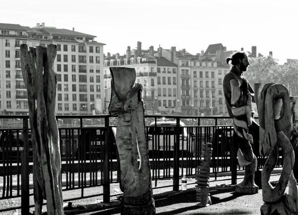 Statues en bois, marché de la création