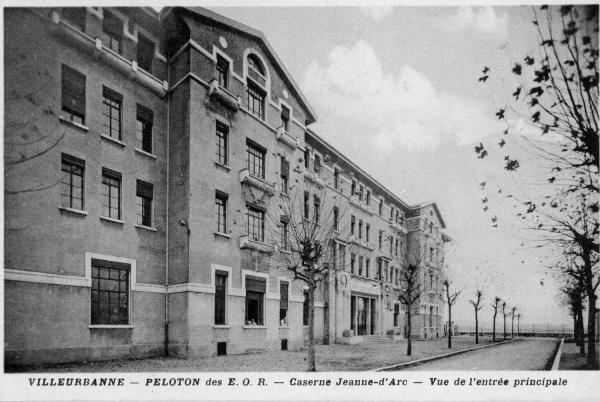Villeurbanne - Peloton des E.O.R. - Caserne Jeanne-d'Arc - Vue de l'entrée principale