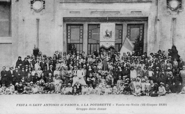 Festa di Sant Antonio di Padova, à la Poudrette - Vaulx-en-Velin (15  Giugno 1930). Grouppo del donne