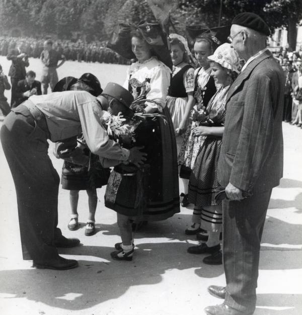 [Revue militaire place Bellecour, 5 septembre 1944]