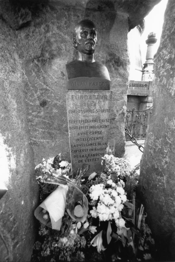 [Tombe d'Allan Kardec au Père-Lachaise (Paris)]