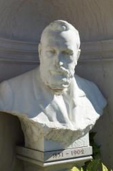 Buste du docteur Lucien Laroyenne