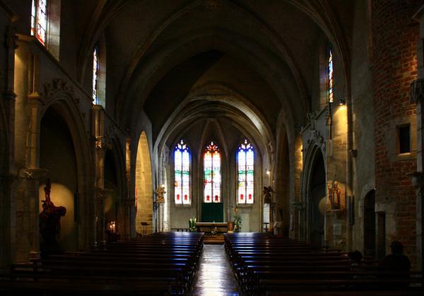 Châtillon-sur-Chalaronne, église Saint-André et Saint-Vincent-de-Paul, nef et choeur