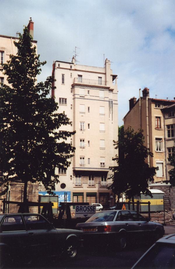 2, rue Saint-Cyr : immeuble moderne d'habitation