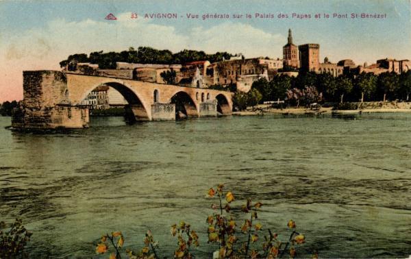 Avignon - Vue générale sur le Palais des Papes et le Pont St-Bénézet.