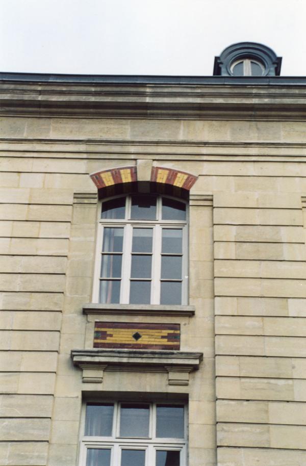 22, rue Saint-Cyr : groupe scolaire de la Gare d'Eau (détail)