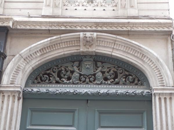 Imposte figurative, 8 rue Auguste-Comte
