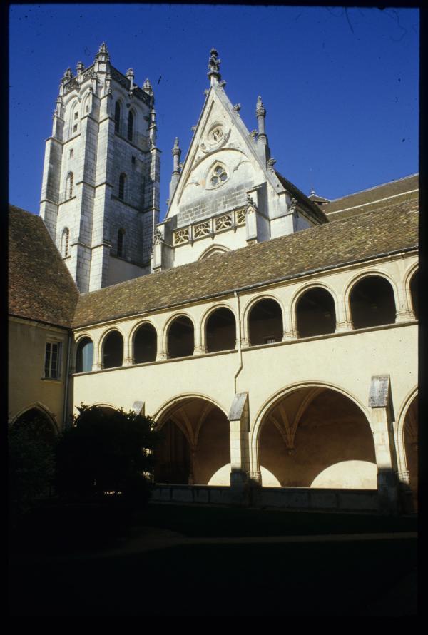 [Le cloître et l'église du monastère royal de Brou, Bourg-en-Bresse]