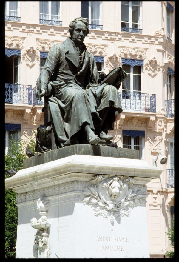 [Statue Ampère]