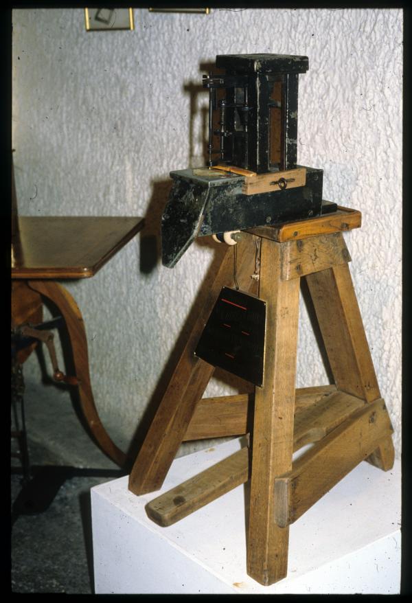 [Première machine à coudre de Barthélémy Thimonnier, musée Thimonnier]