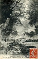 Bellegarde-Coupy - Perte du Rhône - Passage à pied sec sur le fleuve.
