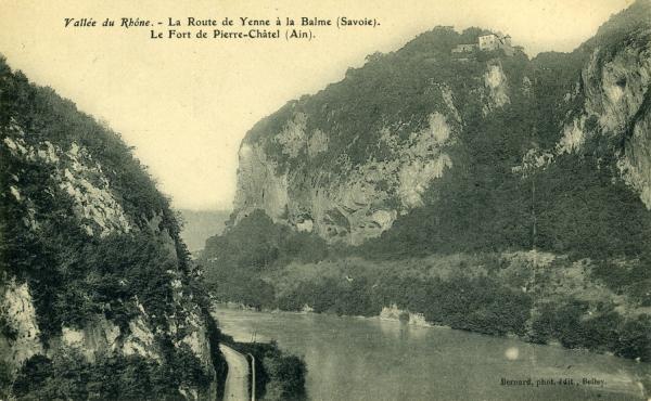 Vallée du Rhône. - La route de Yenne à la Balme (Savoie). Le Fort de Pierre-Châtel (Ain).
