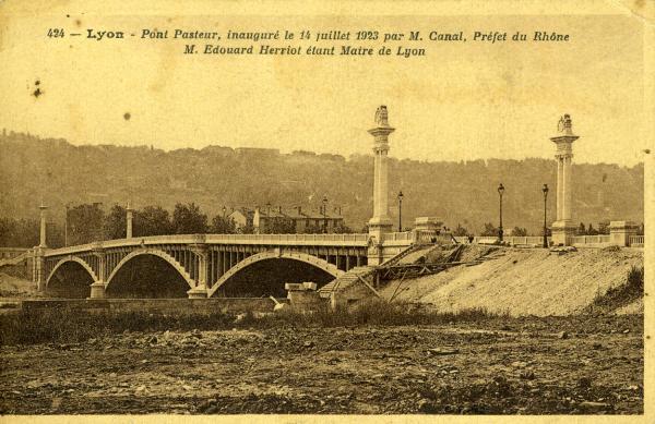 Lyon - Pont Pasteur, inauguré le 14 juillet 1923 par M. Canal, préfet du Rhône, M. Herriot étant Maire de Lyon