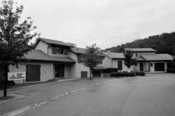 [Ouest Village, exposition de maisons individuelles]