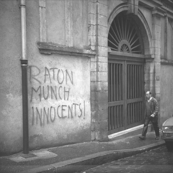 Slogans politiques sur les murs de la ville