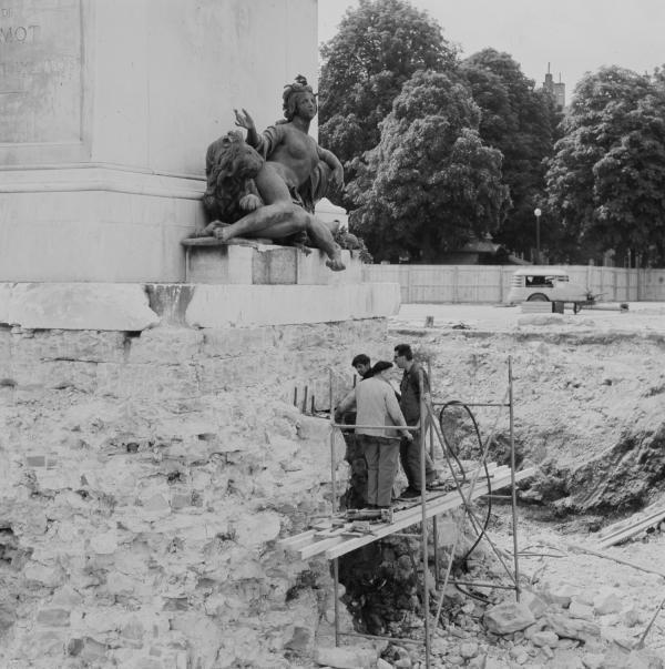 Sous la Statue de Louis XIV, le trésor de Bellecour