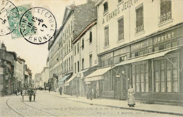 Lyon : Grande rue de la Guillotière prise de la rue de la Madeleine.