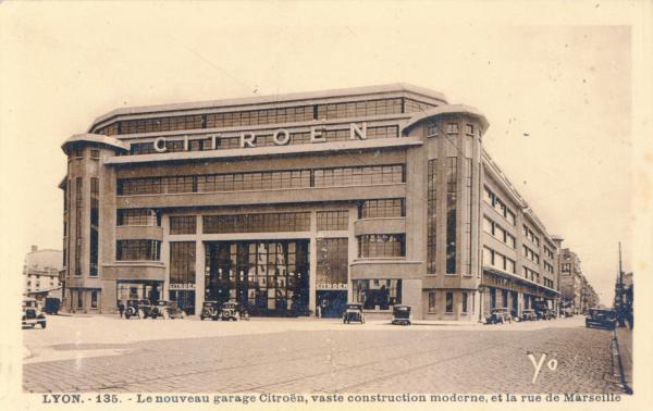 Lyon : Le nouveau Garage Citroën, vaste construction moderne ; et la  rue de Marseille.