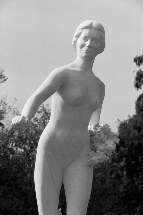 """[Statue """"Floréal"""" au Parc de la Tête-d'Or]"""