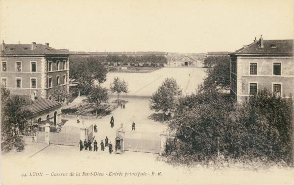 Lyon : Caserne de la Part-Dieu ; Entrée principale.