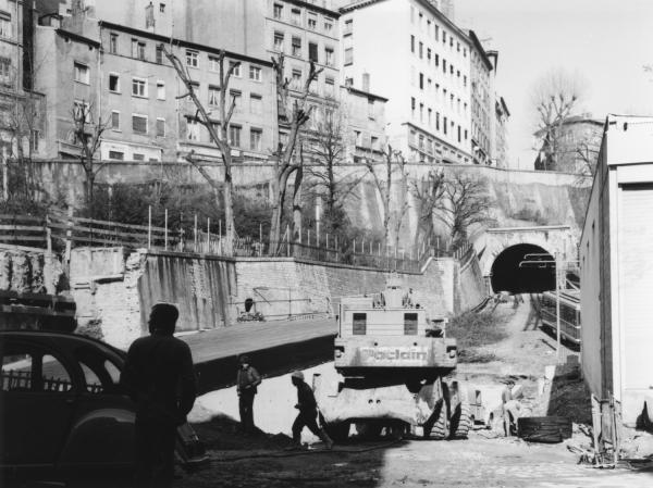 [La place Croix-Paquet après la démolition de l'ancienne gare du funiculaire]