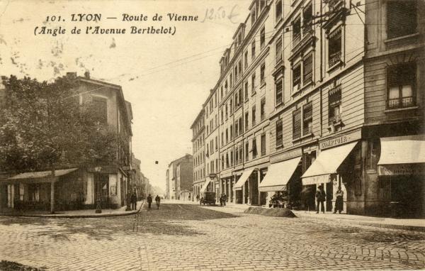 Lyon : Route de Vienne (Angle de l'Avenue Berthelot).