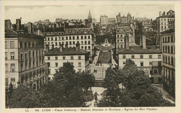 Lyon : Place Sathonay ; Statues Blandan et Burdeau ; Eglise du Bon Pasteur.